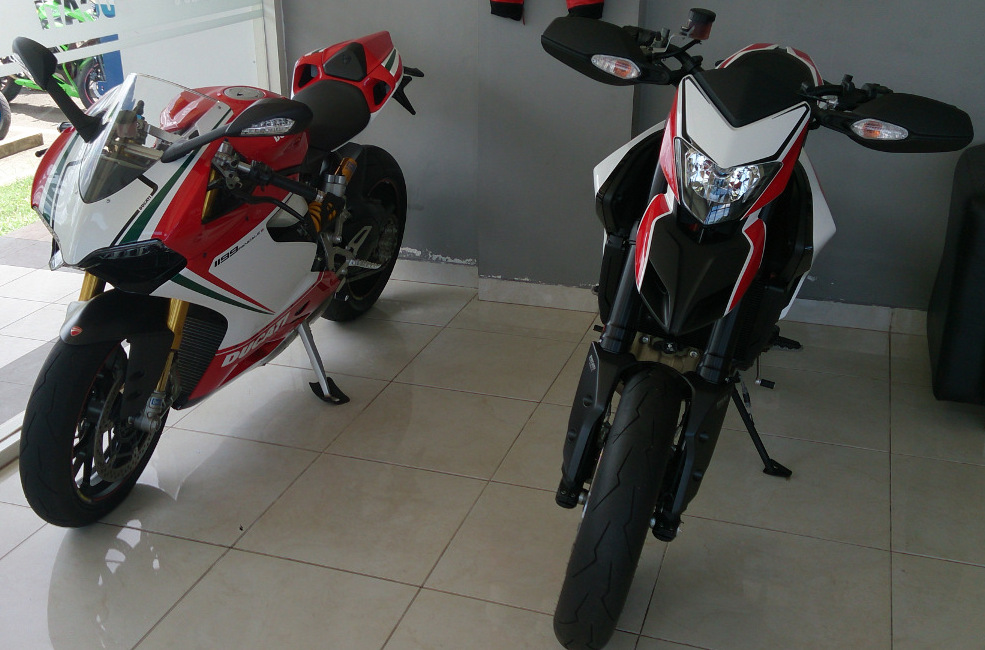 Panigale_1199_and_Hypermotard