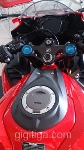 cbr250rr-2016-red-wahana-cockpit-01