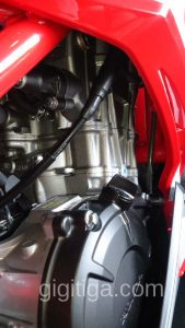 cbr250rr-2016-red-wahana-engine-close-up-right-02