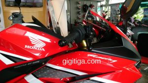 cbr250rr-2016-red-wahana-right-body-01