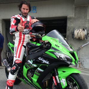 keanu-reeves-neo-zx10r-2016-out-01