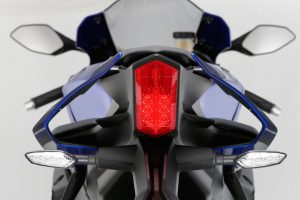 2015-Yamaha-YZF-R1-out-01