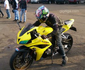 morning-ride-31-dec-2016-cbr600rr-2008-yellow-side-front-left-ihsan-01