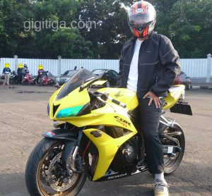 morning-ride-31-dec-2016-cbr600rr-2008-yellow-side-front-left-me-02