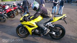 morning-ride-31-dec-2016-cbr600rr-2008-yellow-side-left-ihsan-01