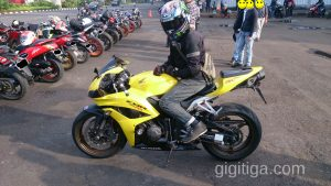 morning-ride-31-dec-2016-cbr600rr-2008-yellow-side-left-ihsan-02