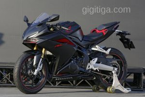 cbr250rr-black-doff-out-01